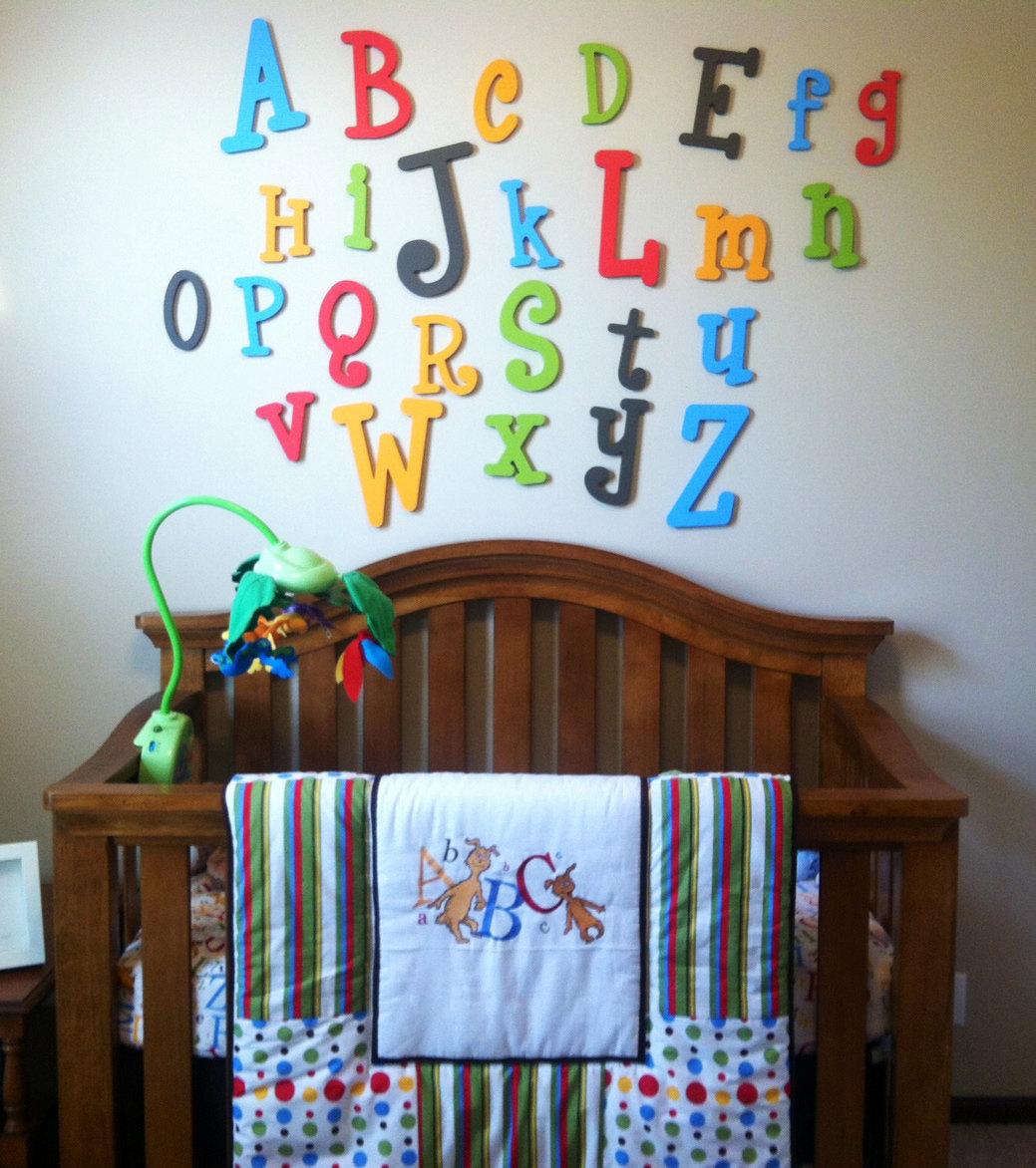 Цифры на стене в детской комнате фото